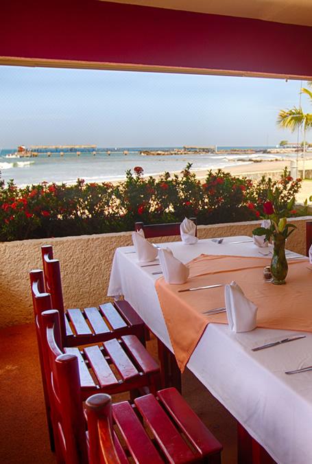 restaurante en la playa, ixtapa, hotel, qualton